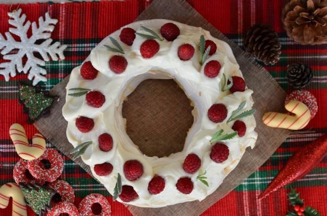 Christmas Pavlova wreath Recipe, berries, marcarpone cream, easy, yogurt, eggs, συνταγή, πάβλοβα, χριστουγεννιάτικο στεφάνι, κρέμα, μασκαρπόνε, γιαούρτι, ζάχαρη άχνη, cool artisan, Γαβριήλ Νικολαΐδης